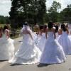Im Brautkleid auf die Autobahn