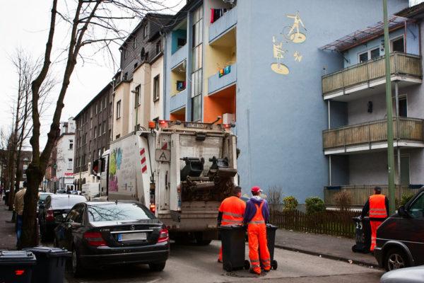 Der Müllwagen in der Hagedornstraße